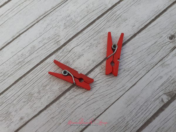Bramblewick House Mini Wooden Pegs Red